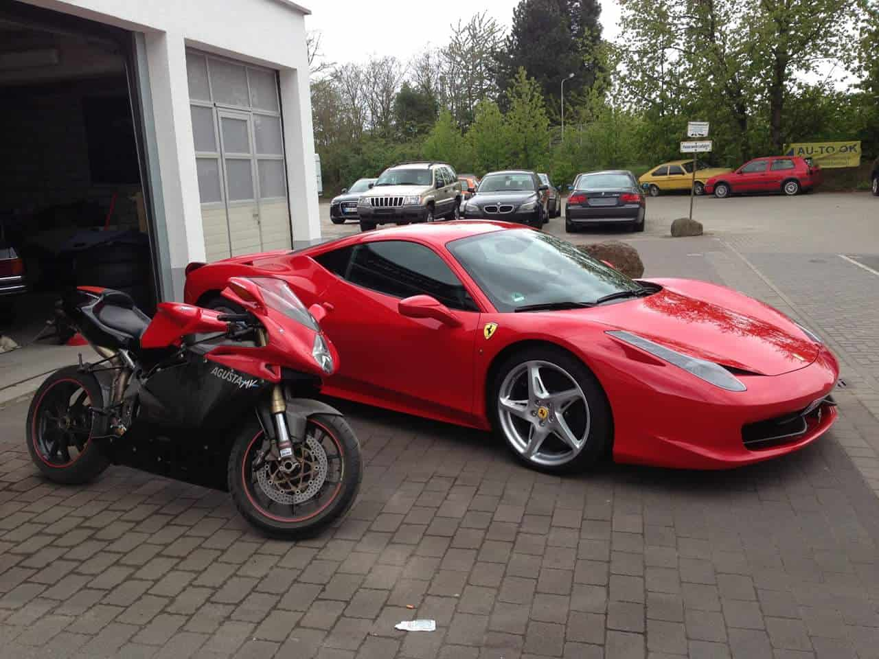 Auto und Motorradpflege mit Wax